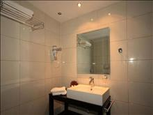 Sivota Hotel: Bathroom